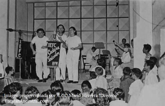"""Los Cocheros en la radio X.E.F.C Don Mario Herrera Bates """"Sakuja"""" , Don Adolfo González """"Gonzalitos"""" y Don Fernando Herrera Bates """"Cheto"""" en la X.E.F.C haciendo el número de """"Los Cocheros"""" que era una parodia del grupo Español """"Los Bocheros"""""""